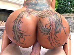 Porno bunda grande Bella Bellz sentando gostoso