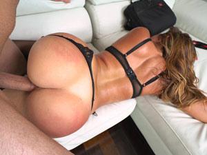 Beldade Julianna Vega Fodendo No Sofá