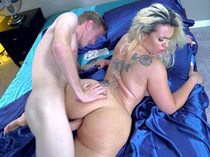 Atriz Pornô Bunduda Em Cena De Sexo HD