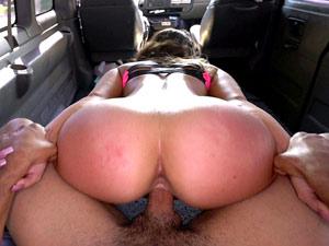 Kelsi Monroe quicando buceta dentro da van