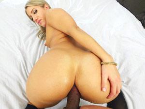 Bunda gostosa empinada em sexo anal