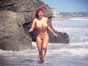 Colombiana Anita Toro pelada na praia HD