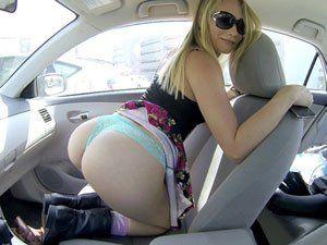 Novinha Dakota James Se Exibindo No Carro