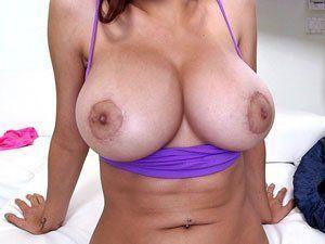 Mia Khalifa Em Porno Balançando Os Peitos