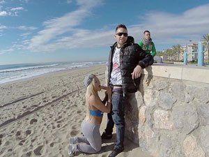 Blondie Fesser Safada Da Argentina Mamando Na Praia